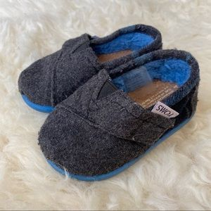 Toms Shoes 4T Fuzzy Inner